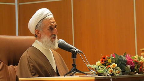 هر درس خواندهای از نظر قرآن عالم نیست