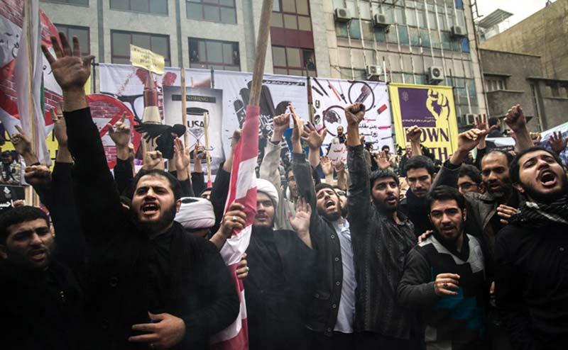 فریاد «هیهات مناالذله» و «مرگ بر آمریکا» در فضای ایران طنین انداز شد