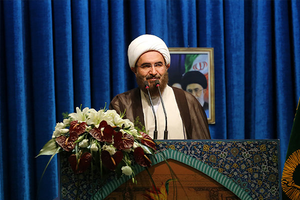 حاج علی اکبری در خطبه های نماز جمعه تهران؛  ملت ایران در چله انقلاب هم صبور بود و هم شکور_ رهبری نقشه راه دهه پنجم انقلاب را ترسیم کردند