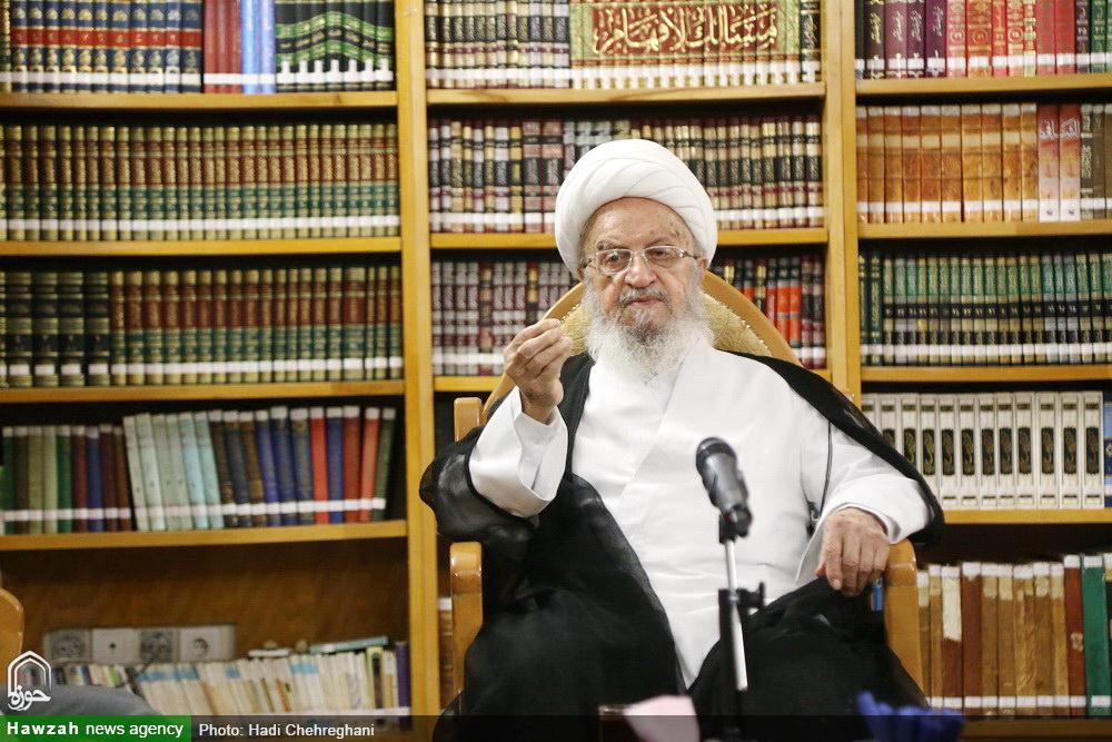 آیت الله العظمی مکارم در دیدار وزیر علوم:  دانشگاه ها به پایگاه احزاب و جریان های سیاسی تبدیل نشوند