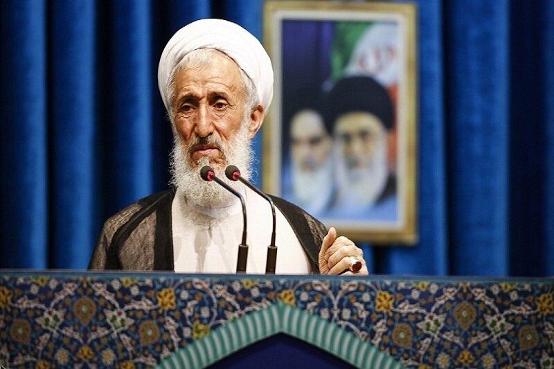 صدیقی در نماز جمعه تهران: رئیس قوه قضاییه با شمشیر حق در حال مبارزه با قاچاق و فساد است